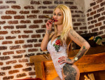 - Blondes Tattoo-Girl  - 23 J. hot - 