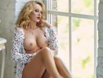 Scharfe Sexgöttin.Ihre großen Brüste